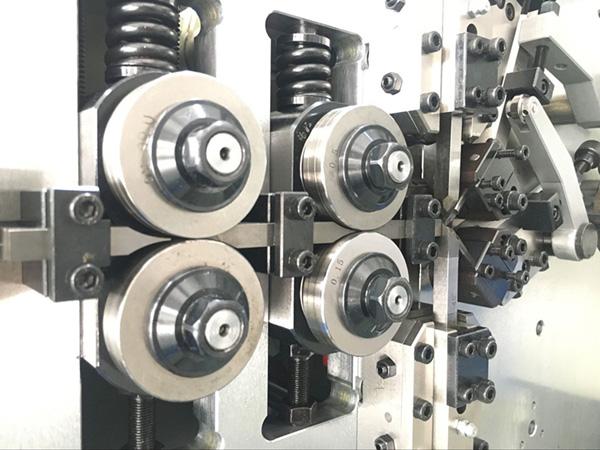 Máy uốn lò xo 2 trục BendTech-XD 212 0.3mm tới 1.2mm